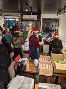 「サンタさんがいる!」と受け取りに来た子どもが驚いていました(笑)